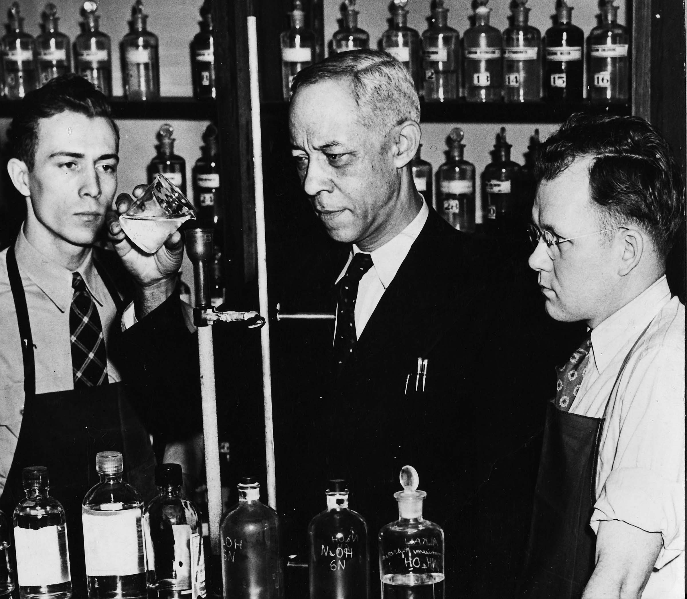 Edward Chandler (center) teaching chemistry at Roosevelt University, ca. late 1940s or early 1950s. Courtesy Roosevelt University Archives.