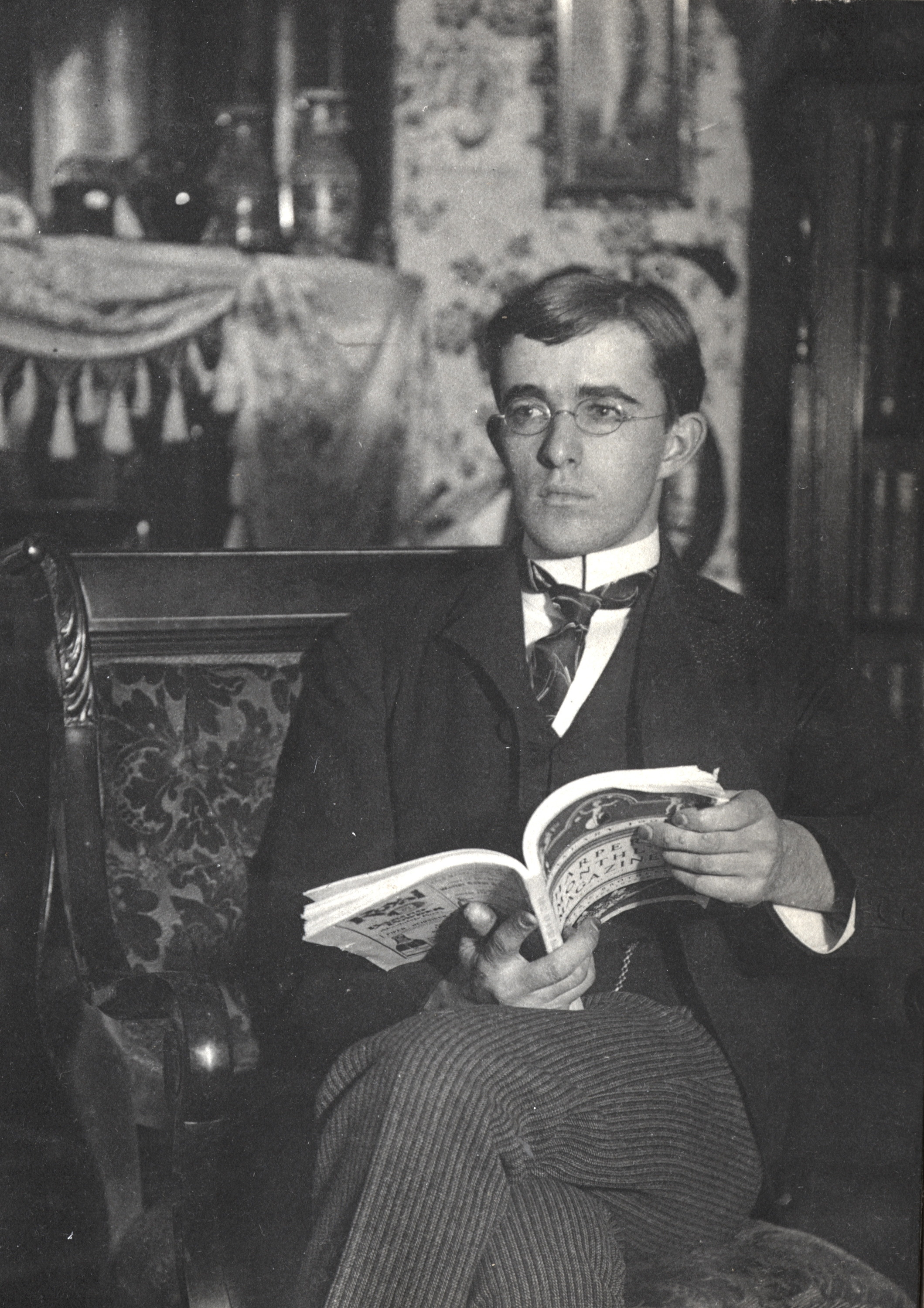 Irving Langmuir at home enjoying Harper's Magazine. Science History Institute