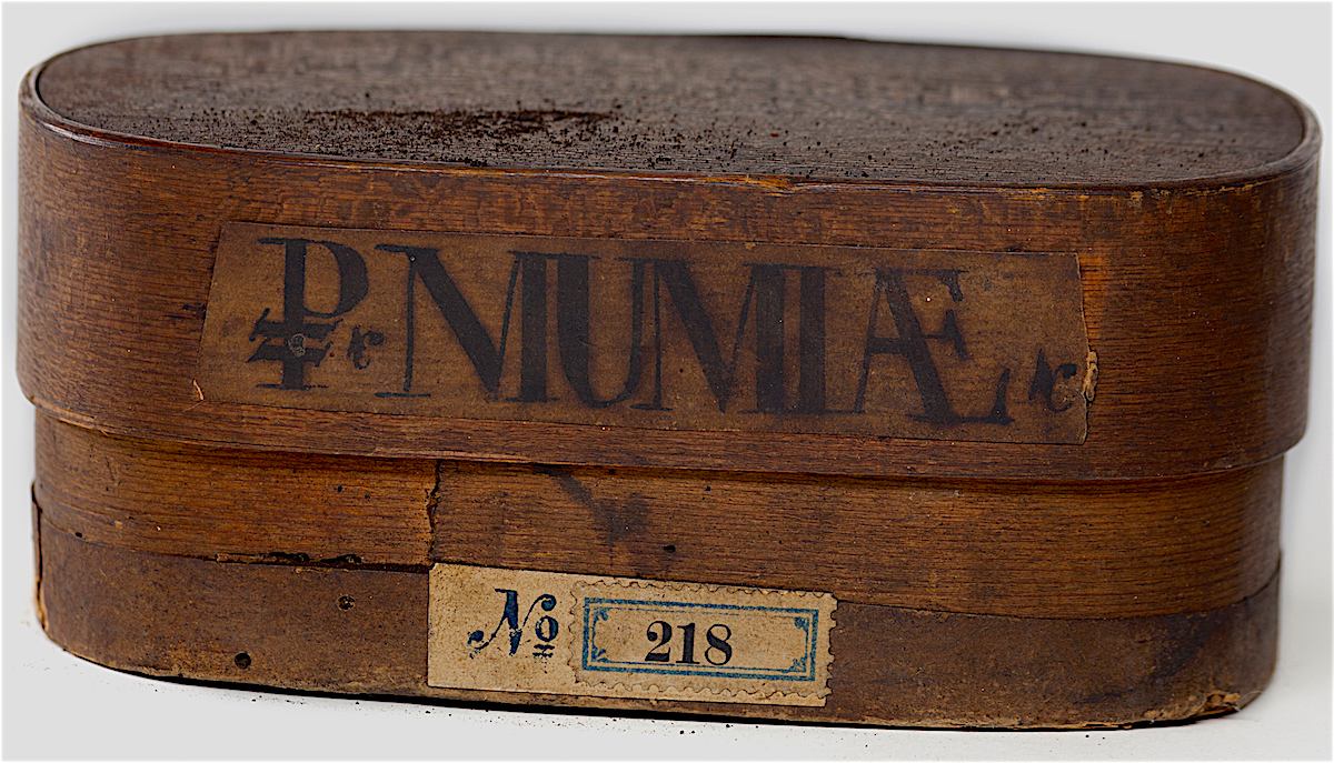 Apothecary jar for mumia from the 18th century