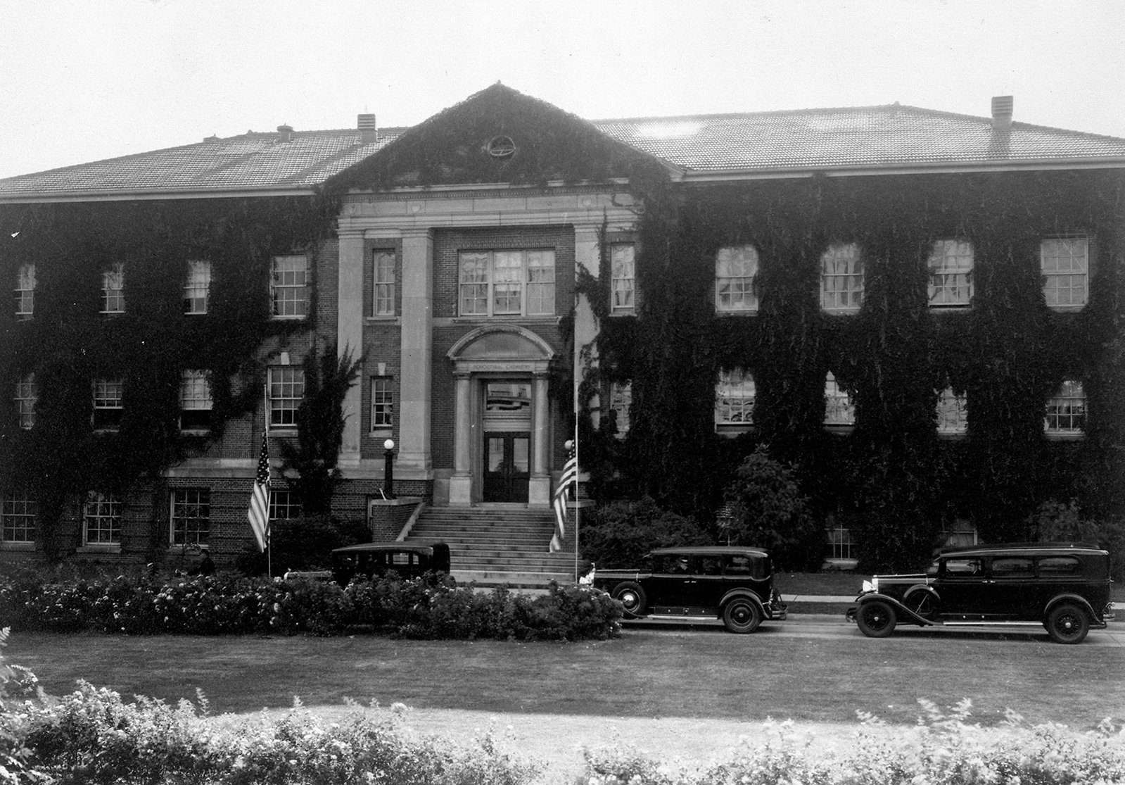 Old photo of a university building