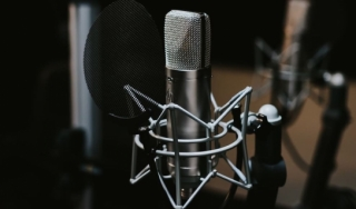Image of microphone for podcast recording