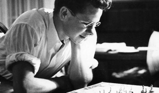 Laser inventor Gordon Gould playing chess 1940