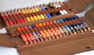 An early 20th century porcelain painting kit
