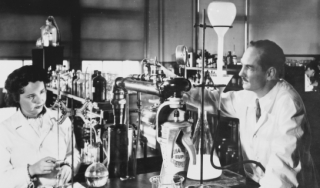 Gertrude Elion and George Hitchings in the laboratory, 1948.