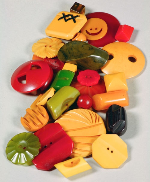 A set of colorful Bakelite buttons. Science History Institute/Gregory Tobias