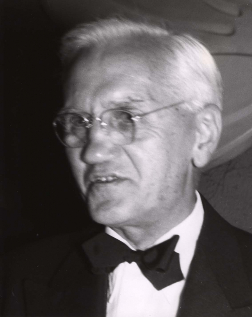 Portrait of Alexander Fleming. Photograph by John J. Loughlin, Photographically Yours, New York, NY