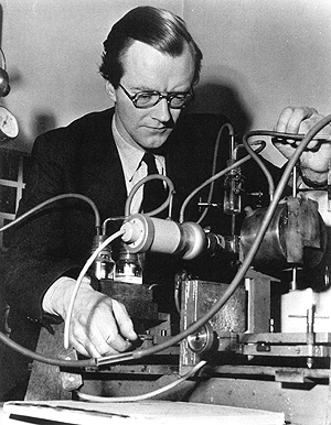 Maurice Wilkins with X-ray crystallographic equipment about 1954.